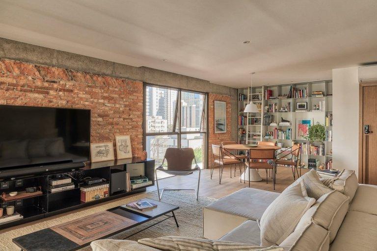 I v běžném bytě můžete s cihlovou stěnou dosáhnout netradičního vzhledu