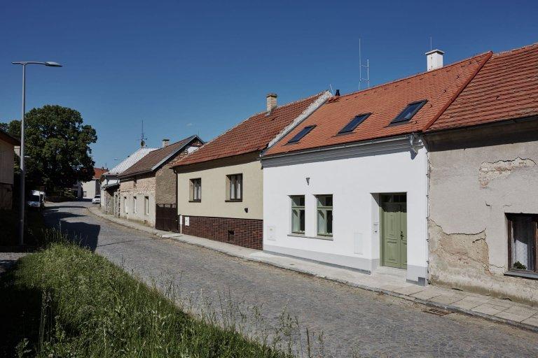 Velkorysá rekonstrukce řadového domku s nízkým rozpočtem