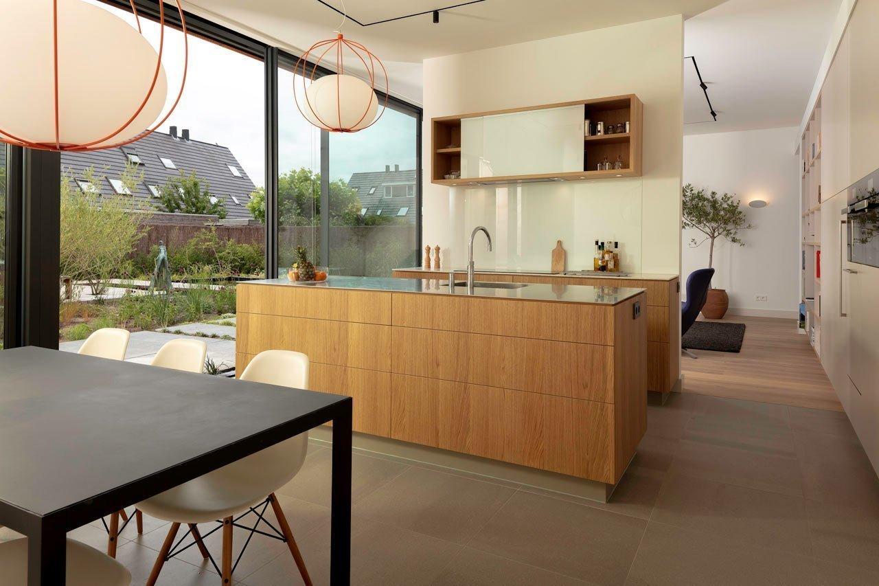 V interiéru i exteriéru převládají přírodní barvy a materiály
