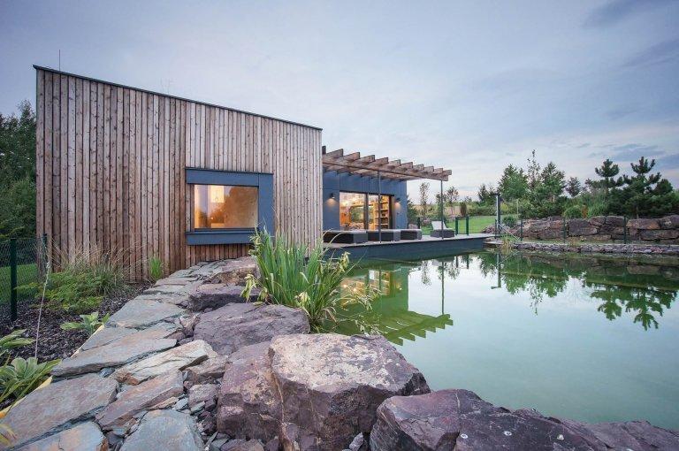 Zahradní dům u jezírka
