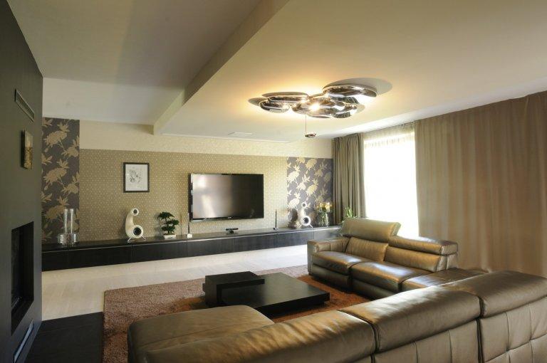 Výjimečná realizace ve výjimečném domě zahrnula výrobu nábytku na míru i praktické stavební úpravy. Podstata novostavby domu, stojícího nedaleko lesa v&nbsp…