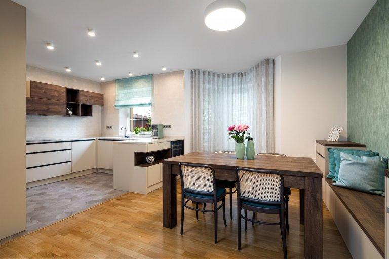 Elegantní kuchyně s jídelnou v rodinném domě
