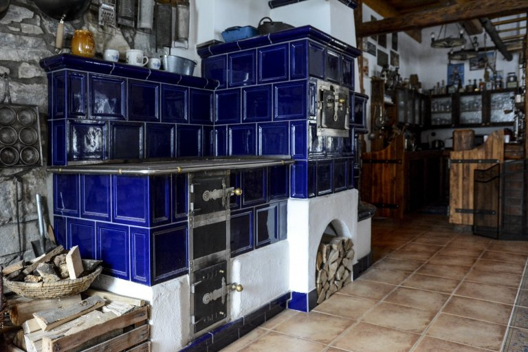 Kachlový sporák s pecí