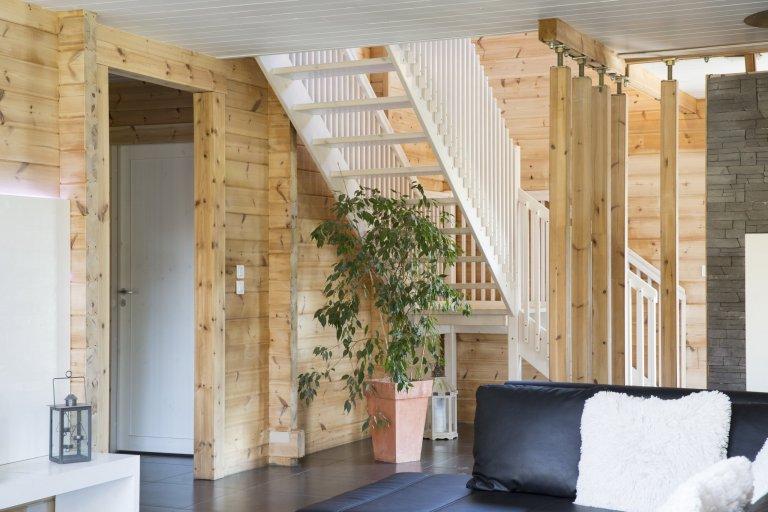 Moderní domy KONTIO se pyšní čistými liniemi a velkými okny sjednoduchými obložkami, které do vnitřních prostor domu propouštějí spoustu přirozeného…