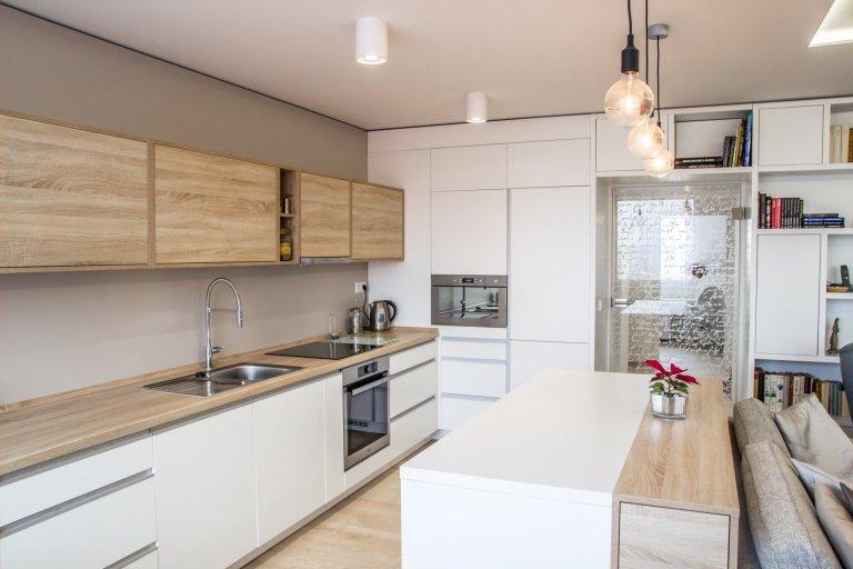 Rekonstrukce bytu v panelovém domě se nesla ve znamení velké změny. Majitelka měla jasno, chtěla svůj byt zesvětlit, zmodernizovat a zbavit ho starého vybavení…