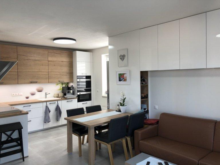Kuchyňská linka s obývací prostorem