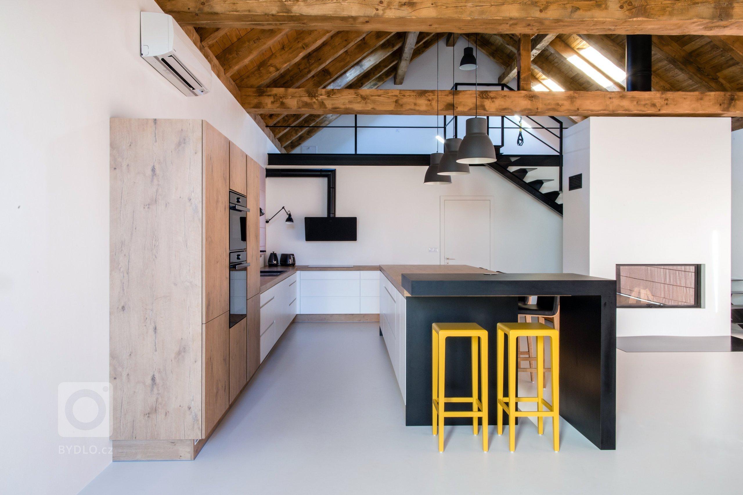 Tenhle útulný a moderní rodinný dům si zasloužil pořádnou kuchyň propracovanou do detailu. Klientka si vysnila velkou a praktickou kuchyň a tu jsem ji splnila.…