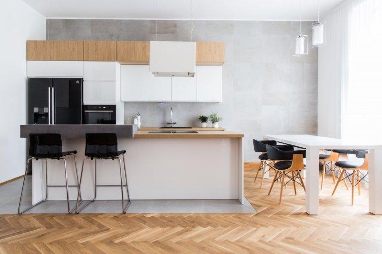 Moderní kuchyň ve starém bytě