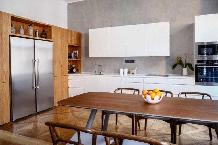 Moderní kuchyně v historickém bytovém domě