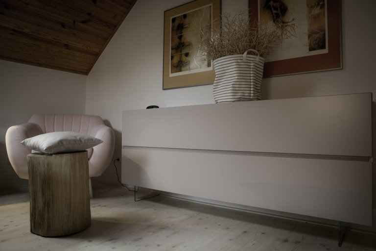 Vše začalo požadavkem na nábytek do koupelny. Nakonec LE BON navrhl a realizoval kompletní interiér. Protože v tomto domě byla už řada prvků, jako podlahy,…