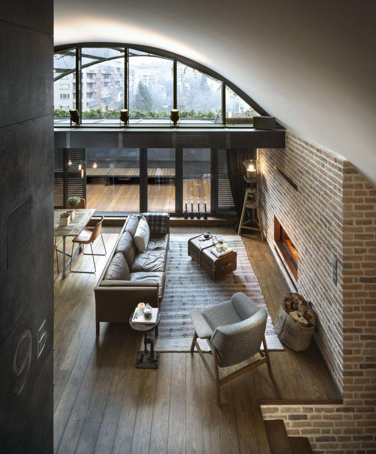 """Mít krásný, zrekonstruovaný, ne příliš velký loft, je snem nejednoho mladého člověka, který si právě vybírá vysněné bydlení.  Místo nacházející se přímo pod střechou jakéhokoliv domu s otevřeným prostrem, dostatkem světla a maximálním soukromím je ideální jak pro relax, tak pro dnes tolik oblíbený """"home office""""."""