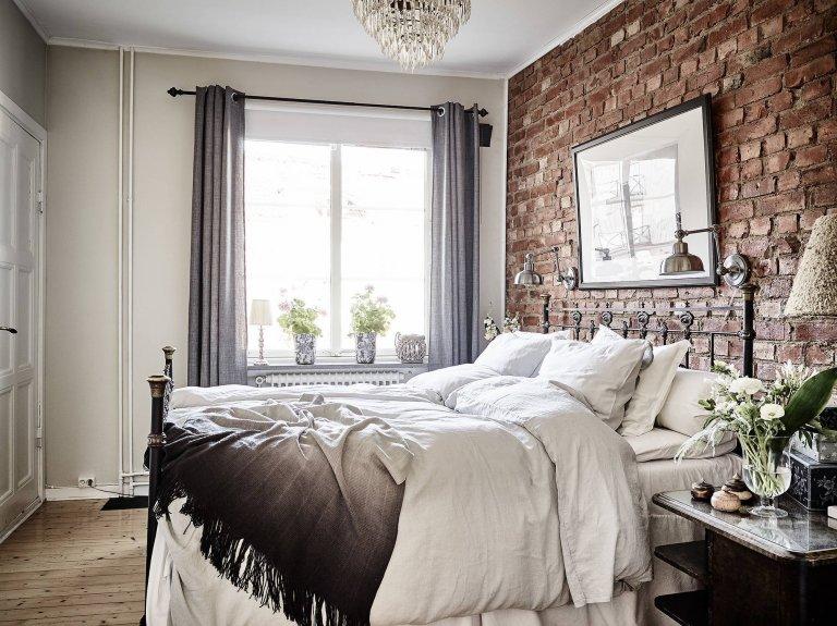 Dům, jehož historie sahá až do roku 1924, prošel v roce 2010 kompletní rekostrukcí, při které se její tvůrci snažili zachovat jeho původní vzhled, a to do nejmenších detailů. Díky tomu vzniklo nádherné pohádkové bydlení v 15-ti bytech, které vychází z klasického švédského interiérového designu.