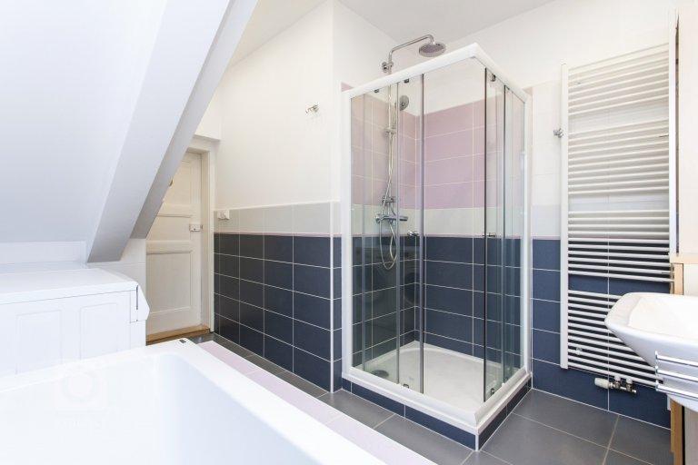 Studie dispozičních změn rodinného domu ze 30.let 20.století a vypracování projektu k Ohlášení stavby.  Byla repasována okna i dveře. Využity…