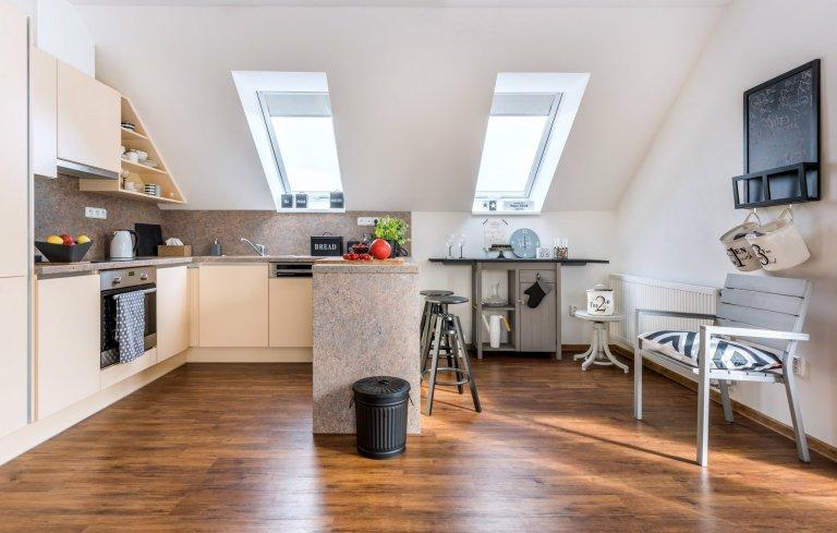 Majitelé si přáli elegantní, vzdušný, nadčasově zařízený obývací pokoj s kuchyní ve scandi stylu.
