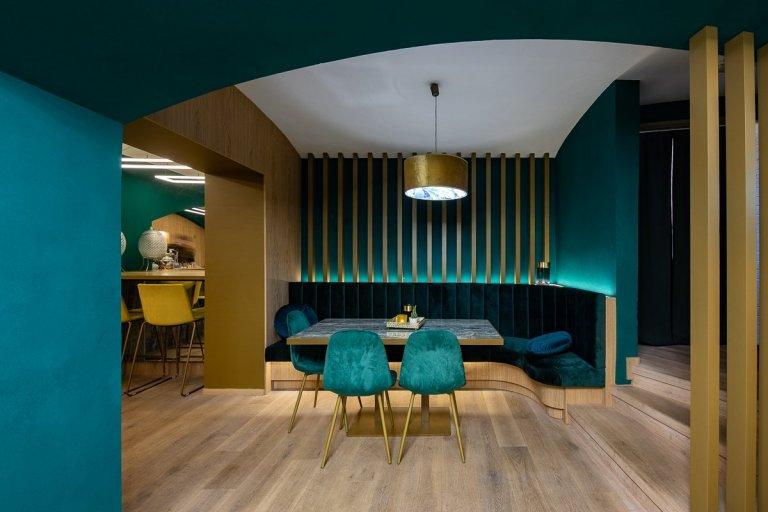Hlavním požadavkem klienta byla tvorba prostředí, které by přilákalo zákazníky zejména prostřednictvím sociálních sítí. Prosecco & Tapas bar snoubí…