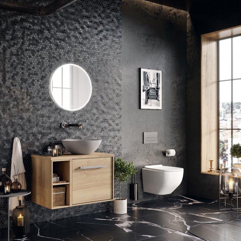 Černá do současné moderní koupelny rozhodně patří