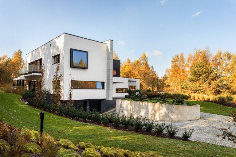 Dům rozdělený betonovou zdí