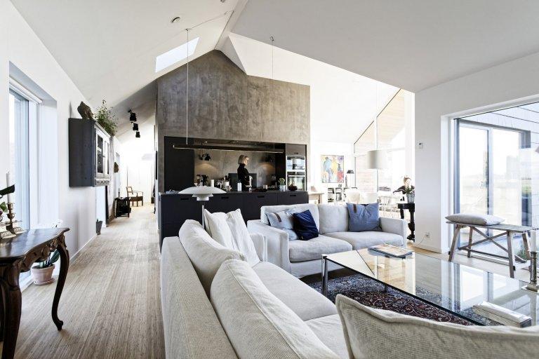 Je vůbec možná přestavba staršího rodinného domu tak, aby byl výsledek funkční, moderní a snížil dopad CO2? Podívejte se na novinku, která byla vyvinuta ve spolupráci s dánskými architekty, developery a výrobci fasádních systémů. Cihlové šindele splňují přísná kritéria na vzhled, použití, údržbu a eko styl života.