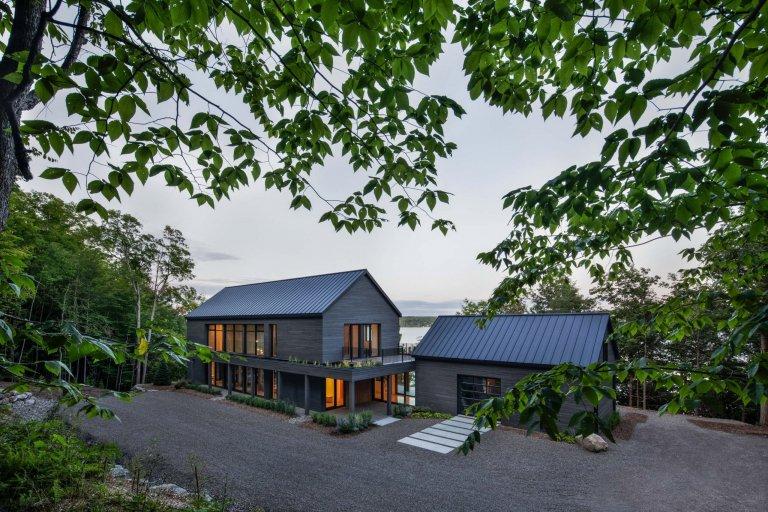Dům uprostřed kanadské přírody
