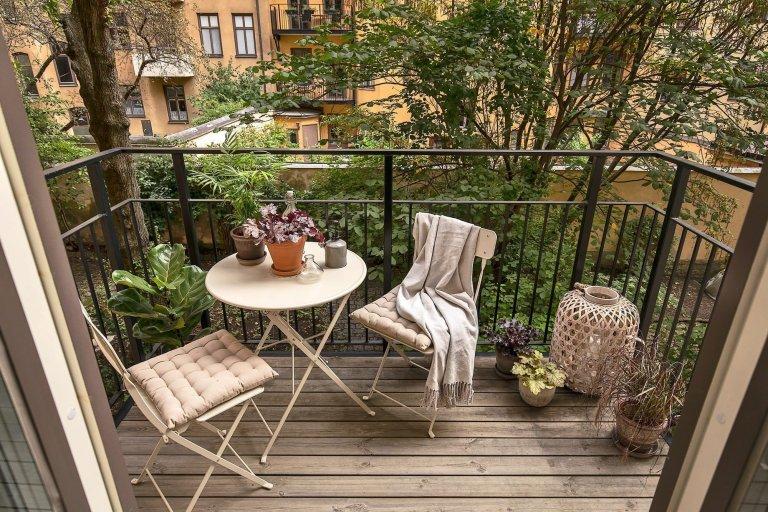 Jak vyzdobit balkon ve městě?