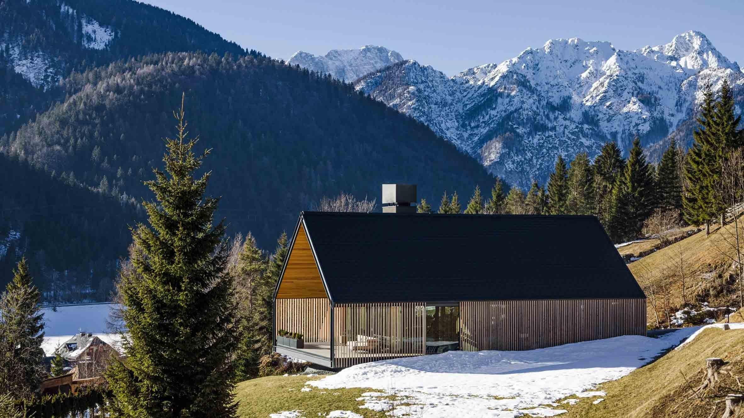 Moderní chalupa pod Alpami