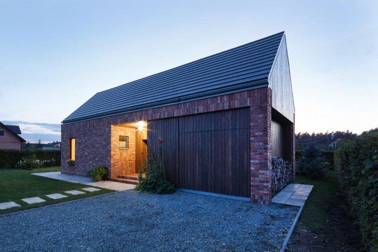 Recyklovaná cihlová fasáda zdobí dům v Gilowicích