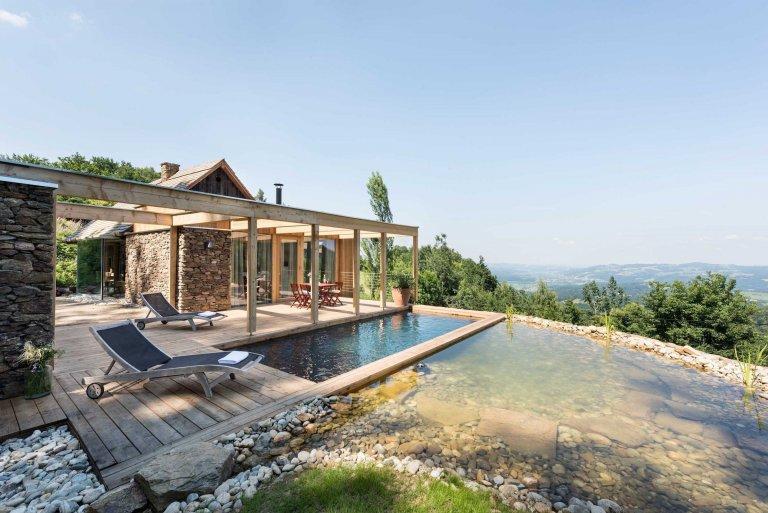 Roubenka s moderní přístavbou a bio bazénem