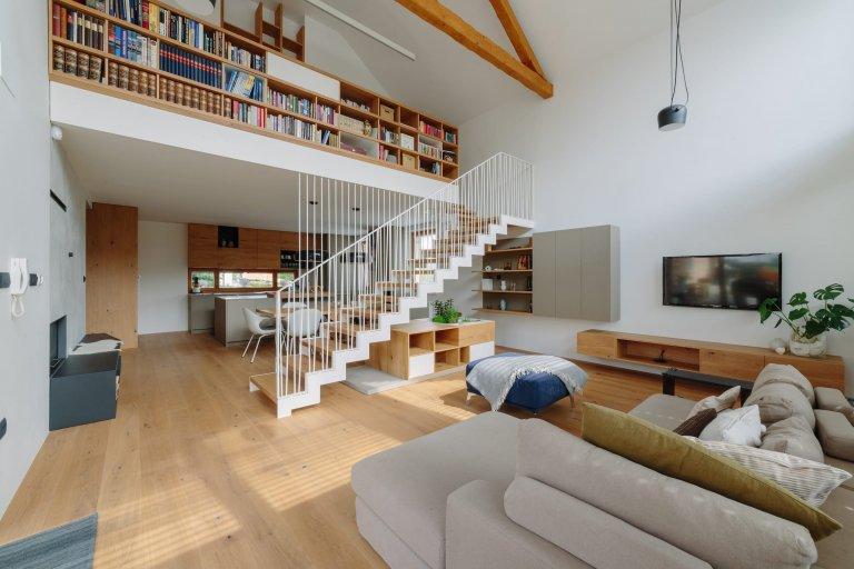 Schodiště v interiéru může být zajímavý dekoračním prvkem