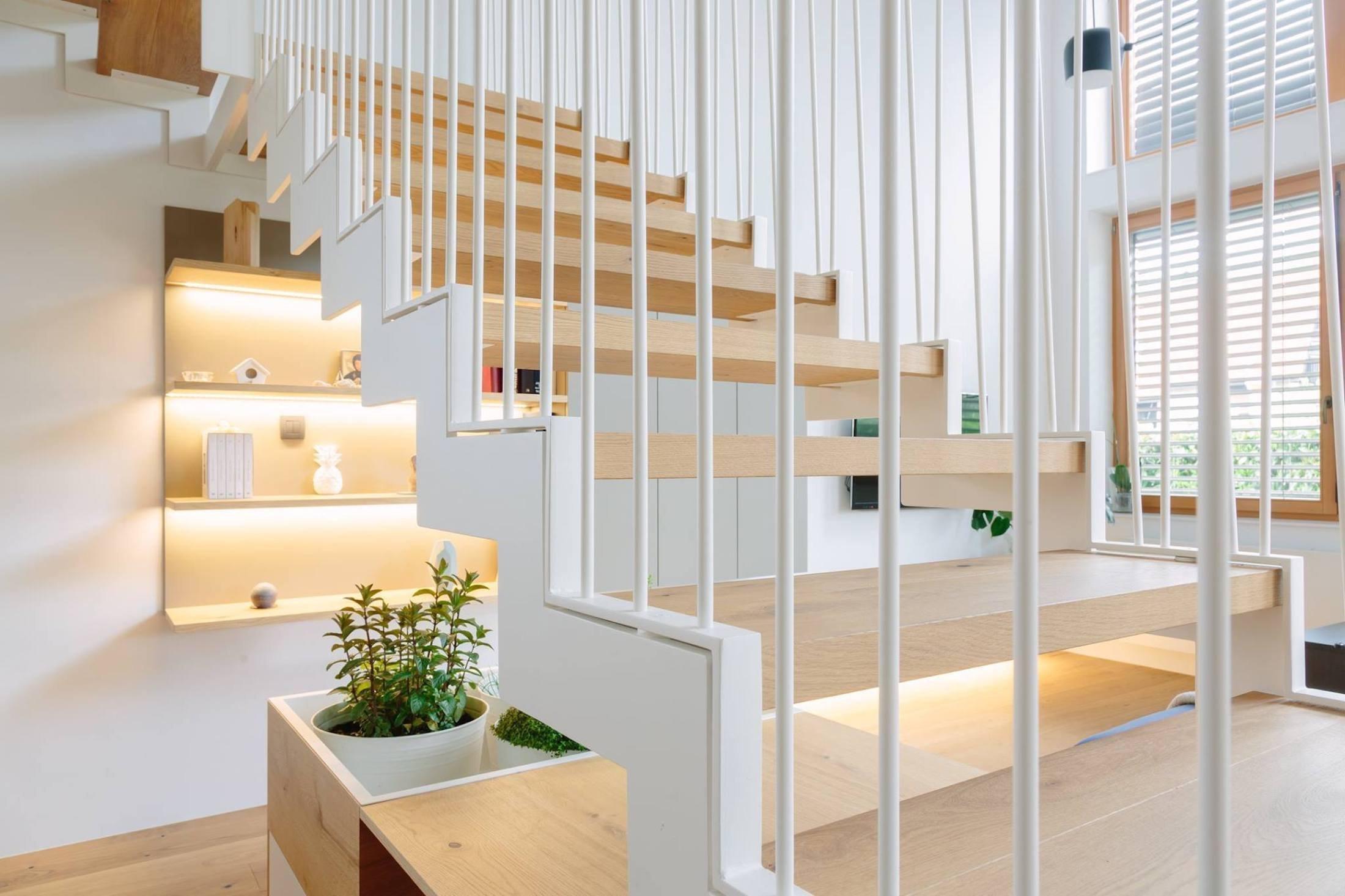 Pokud máte chuť a prostor, mohou se schody stát doslova ozdobou interiéru