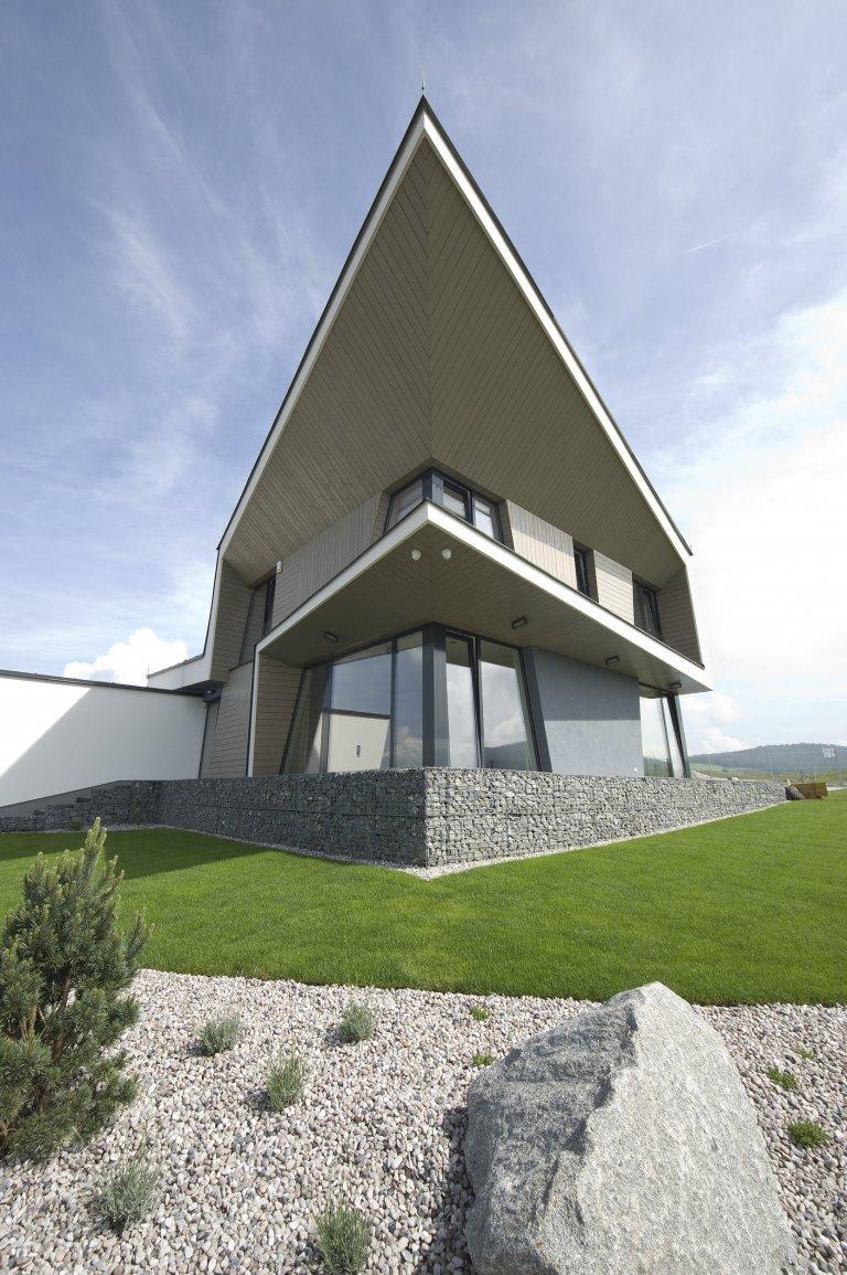 Moderní dům s dynamickou linkou v Berouně