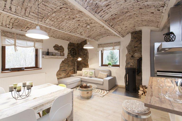 Rekonstrukce v domě jenž byl původně hospodářským stavením