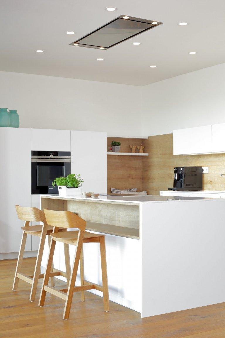 Kuchyň s lavicí
