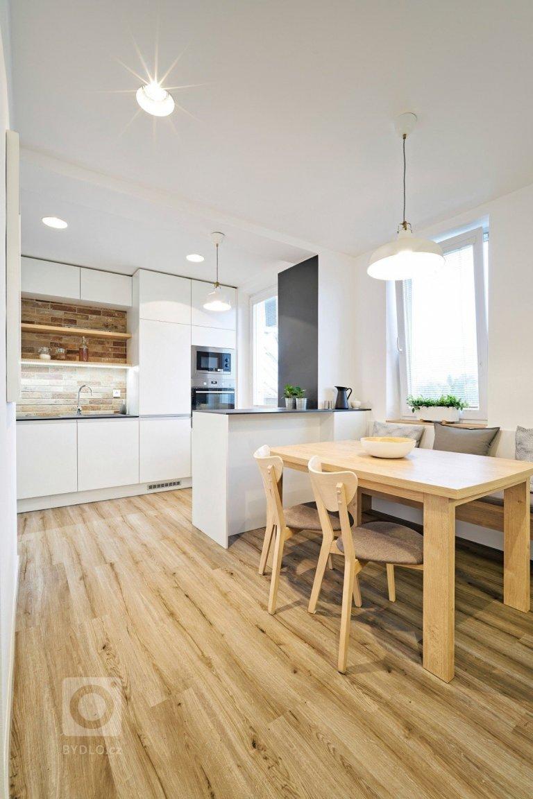Bílá kuchyň jako záruka čistoty a elegance