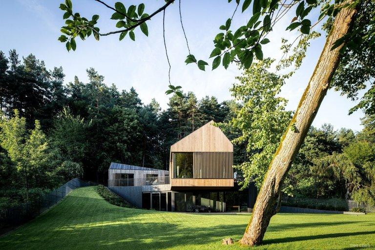Nádherná vila ukrytá v lesích