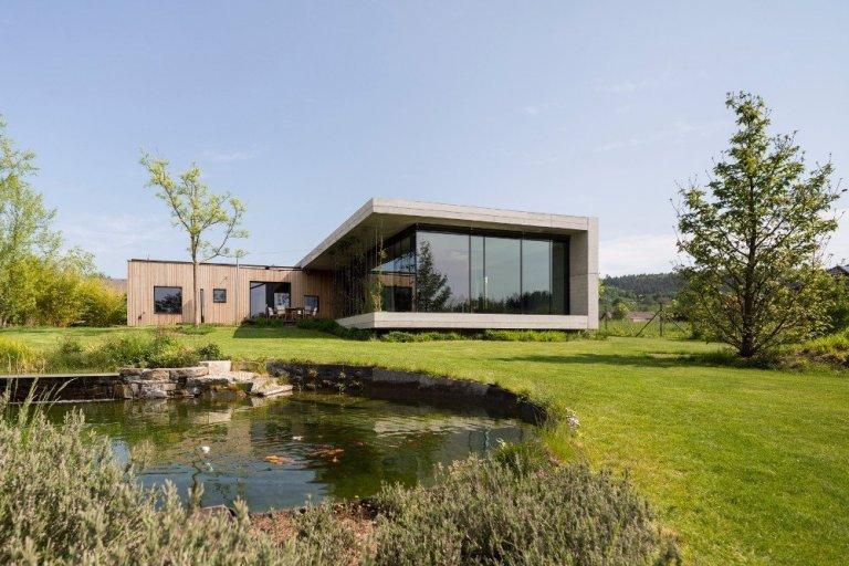 Přízemní dům navržený tak, aby vyhovoval potřebám mladé rodiny