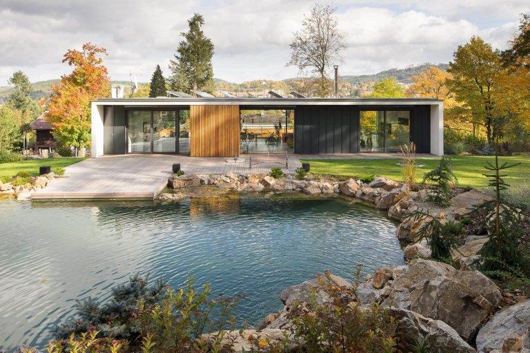 Přízemní dům v symbióze s okolím