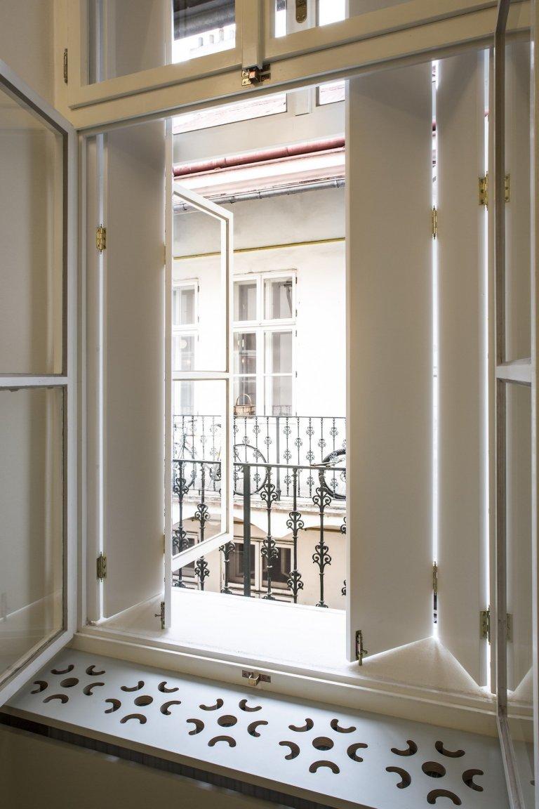 Proměna původního pavlačového bytu na moderní bydlení