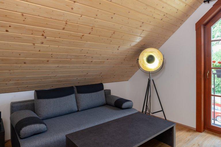 Tato roubenka slouží čtyřčlenné rodině ktrvalému bydlení. Máte-li rádi přírodu, přírodní materiály,určitý nádech nostalgie – pak…
