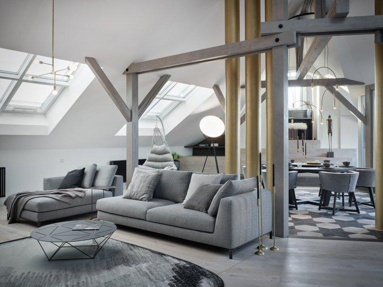 podkrovní byt o rozloze 217 m² prošel kompletní změnou dispozice. Hlavním zásahem bylo otevření zadní části bytu, přičemž se záměrně odhalilo 6 komínů, které se staly dominantou bytu.