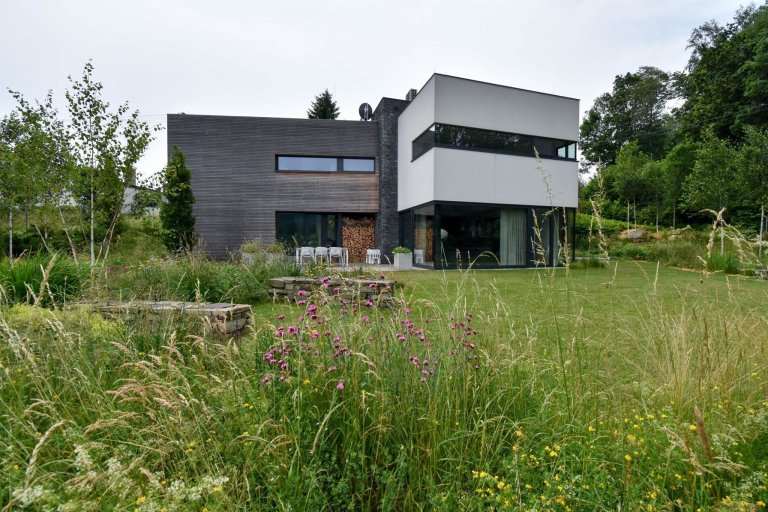 Přírodní zahrada u domu