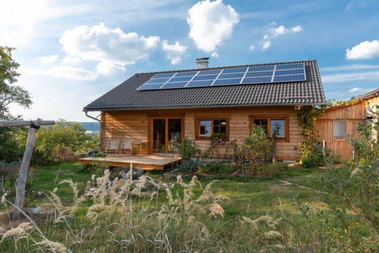 Energeticky soběstačná dřevostavba postavená svépomocí