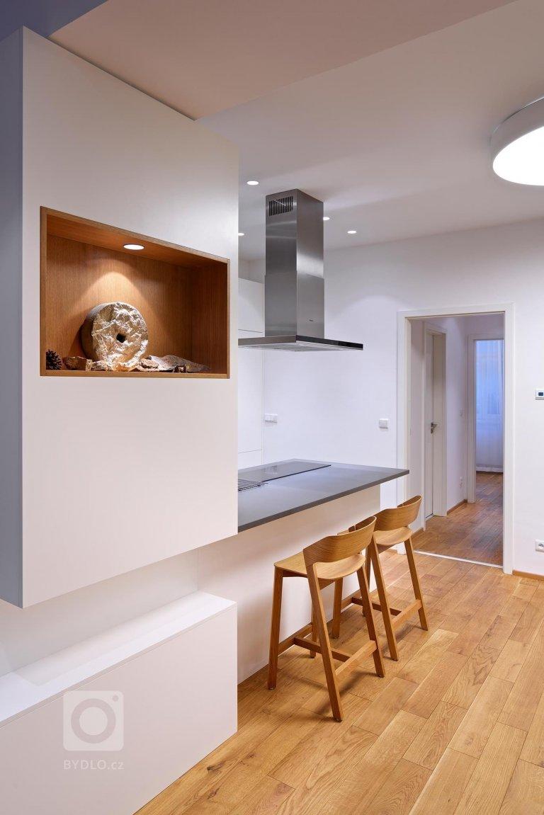 Interiéru do developerského projektu ve starší činžovní zástavbě jsme realizovalive spolupráci s architektkou Ninou Pevnou. Minimalistický interiér bytu,…