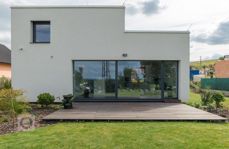 Na přání mladé rodiny jsme navrhli otevřený, prosluněný a vzdušný dům. Svou formou a dispozičním řešením využívá maximum z potenciálu místa, reaguje na…