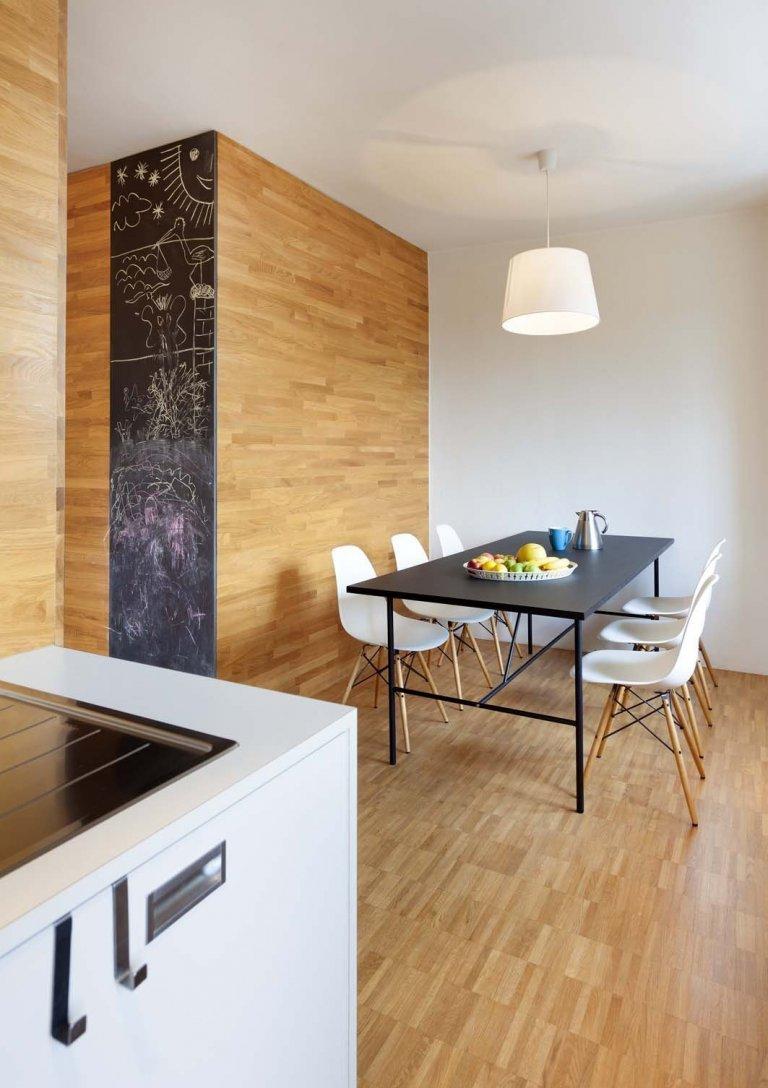 Předmětem návrhu a realizace je rekonstrukce bytu o velikosti 2+kk pro rodinu se dvěma dětmi. Celková velikost byla zvětšena na 3,5+kk využitím přilehlého…