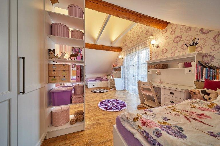 Proměna dětského pokoje a ložnice ze srubu