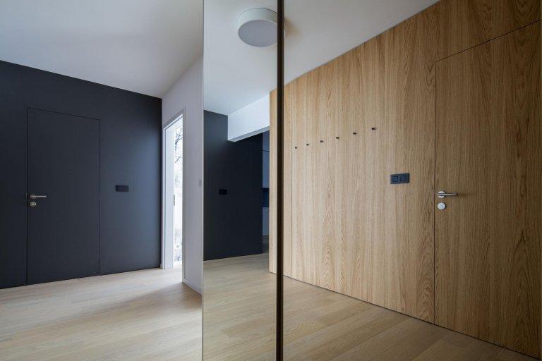 Byt v rezidenčním souboru Stein v Bratislavě jsme převzali ve stádiu holobytu s laminátovou podlahou, interiérovými dveřmi a koupelnami. V projektu jsme…