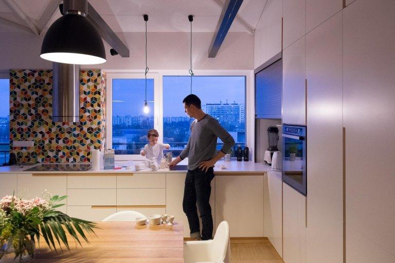 Interiér třípokojového loftu jsme navrhli tak, aby vynikly hlavní přednosti loftů - uvolněnost, neformálnost a prostor. Přiznané prvky ocelové konstrukce…