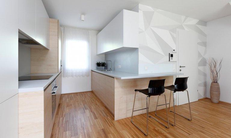 Do interiéru malometrážníhorodinného domu jsme navrhli zařízení bez stavebních úprav. Dle požadavků majitelů interiéru dominují živé a svěží barvy, které…