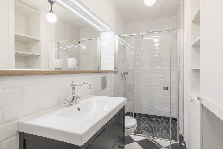 Rekonstrukce starého činžovního domu od PSN a stavební úpravy bytové jednotky včetně návrhu interiéru. Byt slouží jako investice pro krátkodobé pronájmy.…