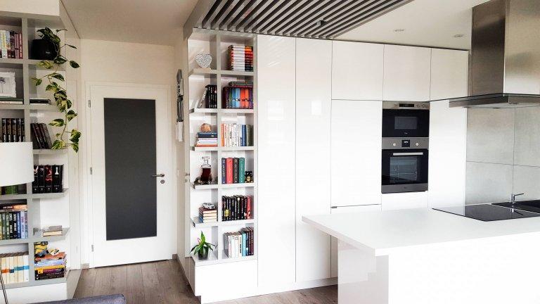Jednoduchost a čistý design. Těmito dvěma slovy by se dal nazvat interiér tohoto menšího bytečku.  Pokud nemáte prostoru nazbyt, je třeba důmyslně využít…